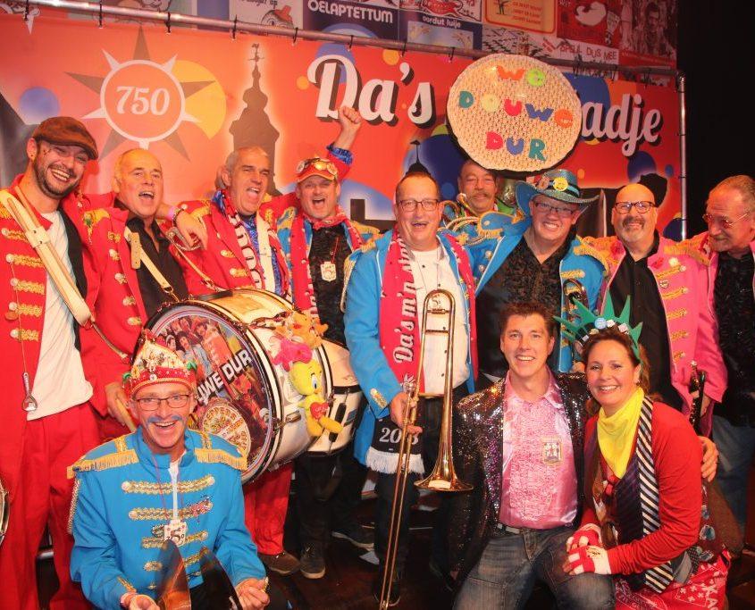 """12 nov """"We douwe dur"""" winnaar van het liedjesfestival!"""